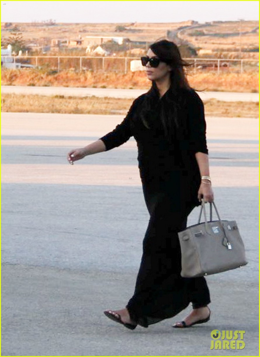 pregnant kim kardashian lands in greece with family 222858124