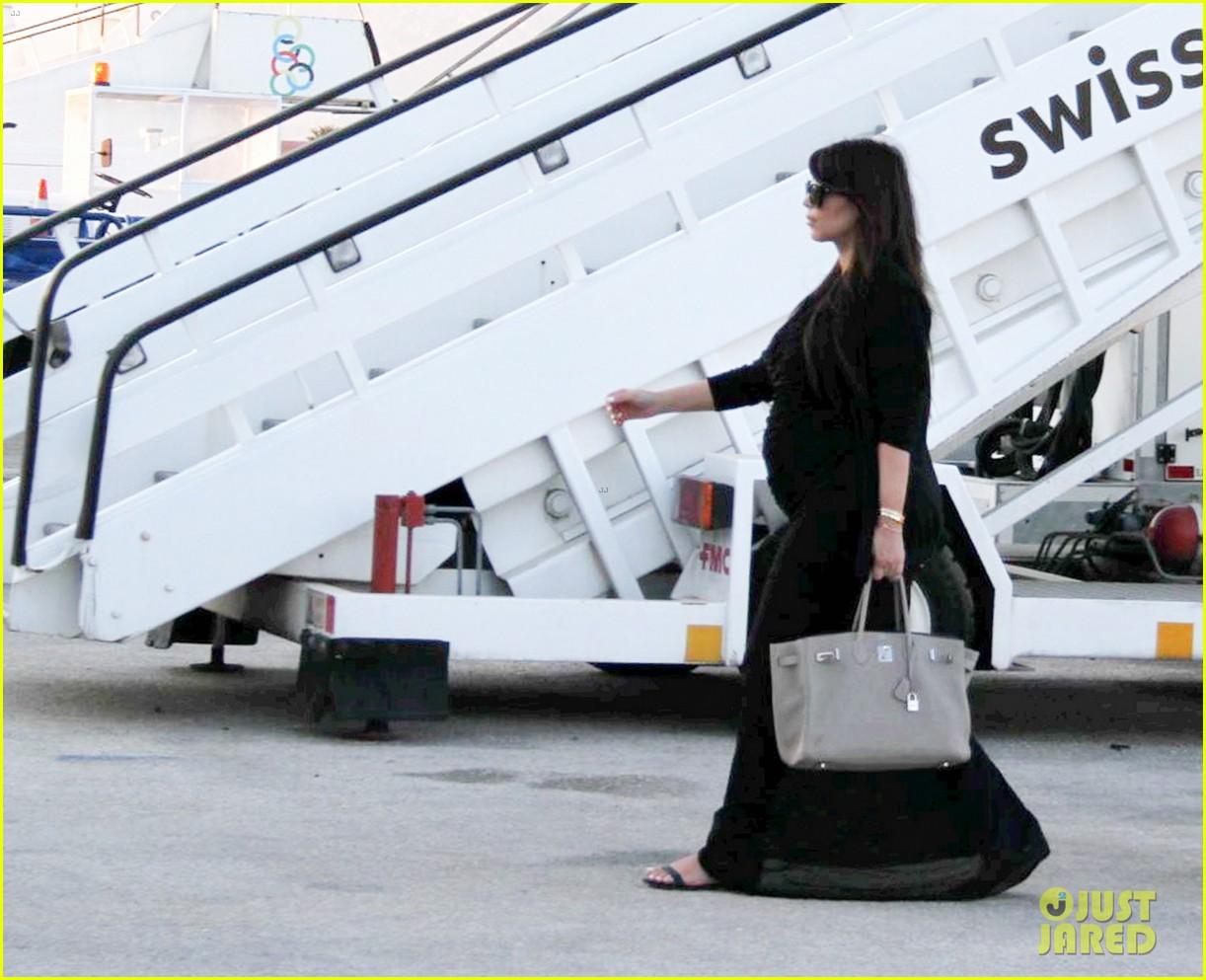 pregnant kim kardashian lands in greece with family 242858126