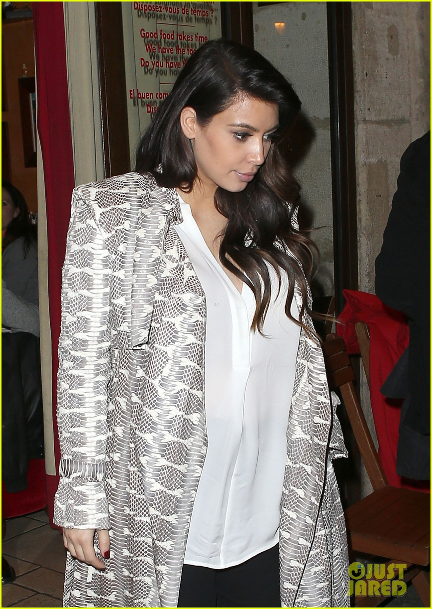 kim kardashian pregnant paris getaway with kanye west 022841962