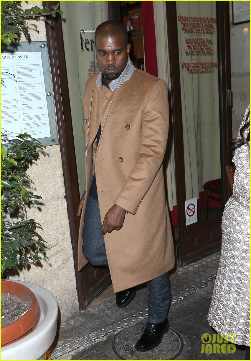 kim kardashian pregnant paris getaway with kanye west 032841963