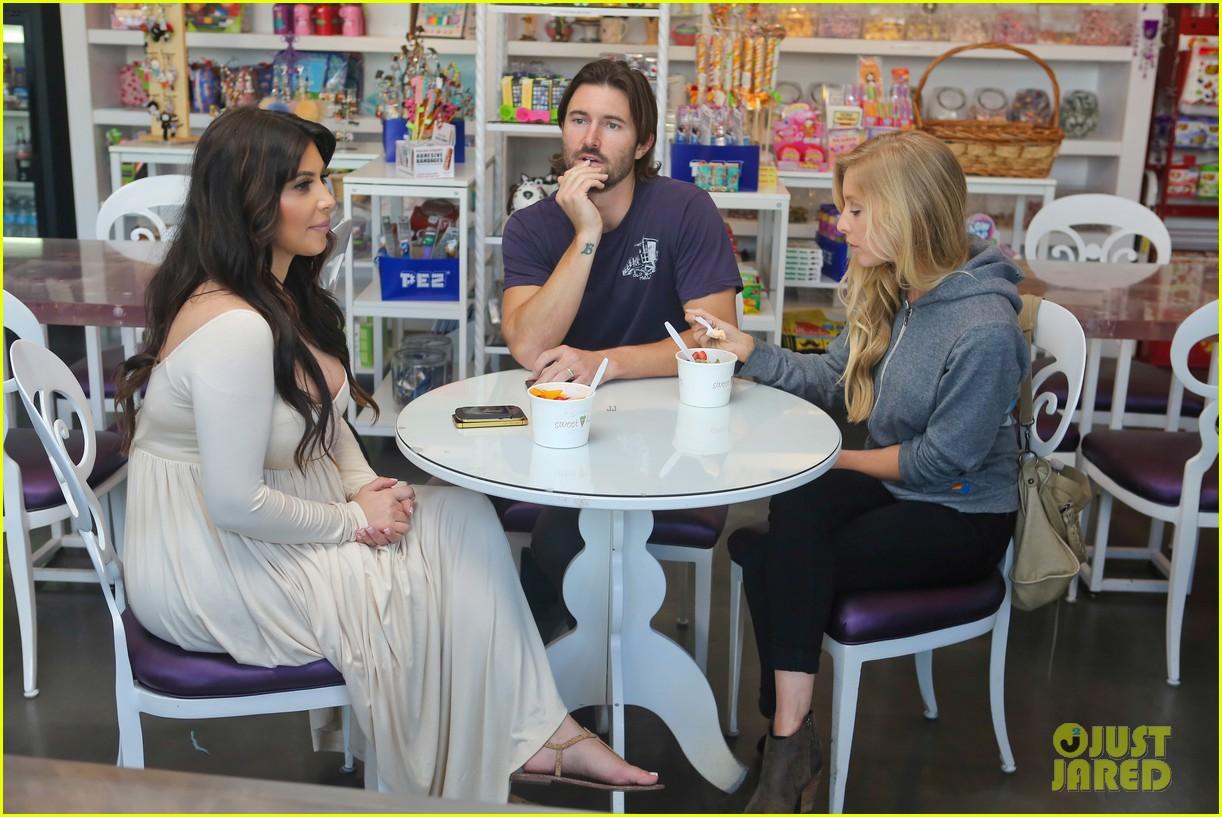 kim kardashian pregnant frozen yogurt craving 032842973