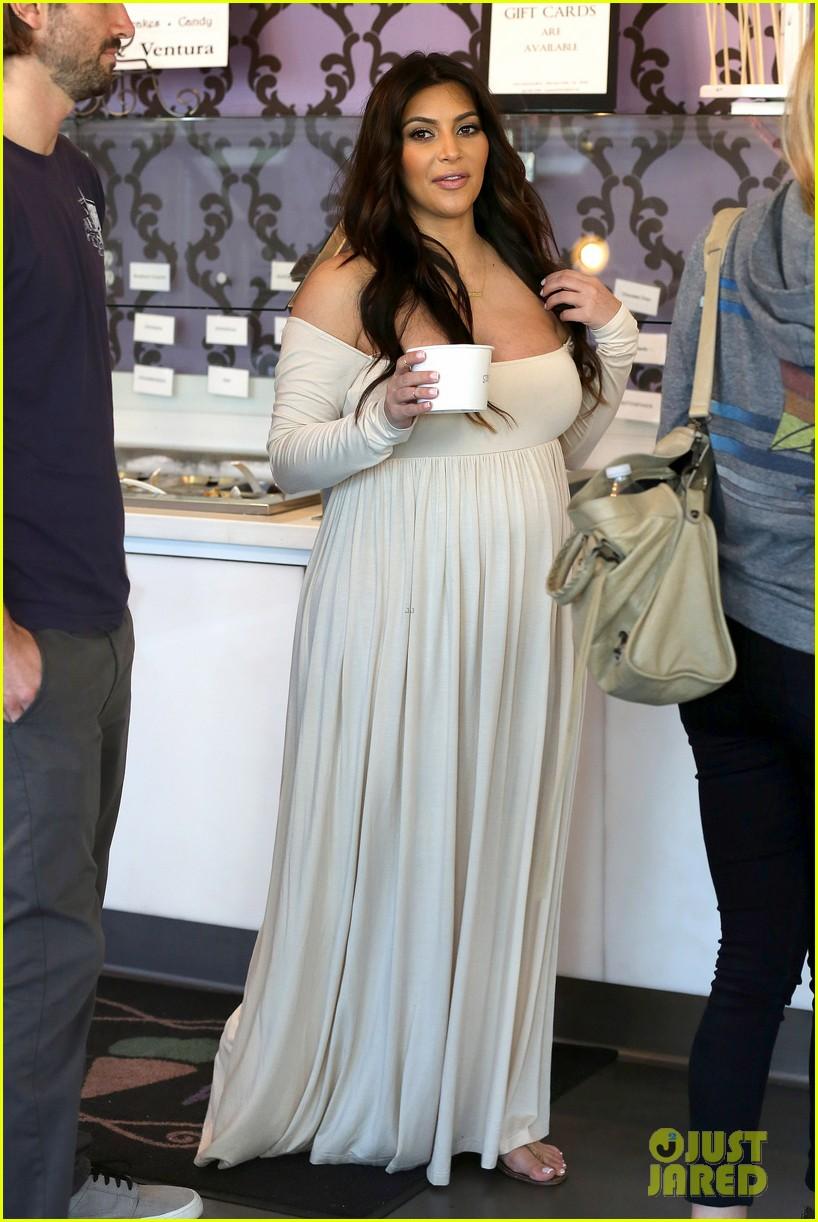 09429ca77eb Kim Kardashian  Pregnant Frozen Yogurt Craving!  Photo 2842988