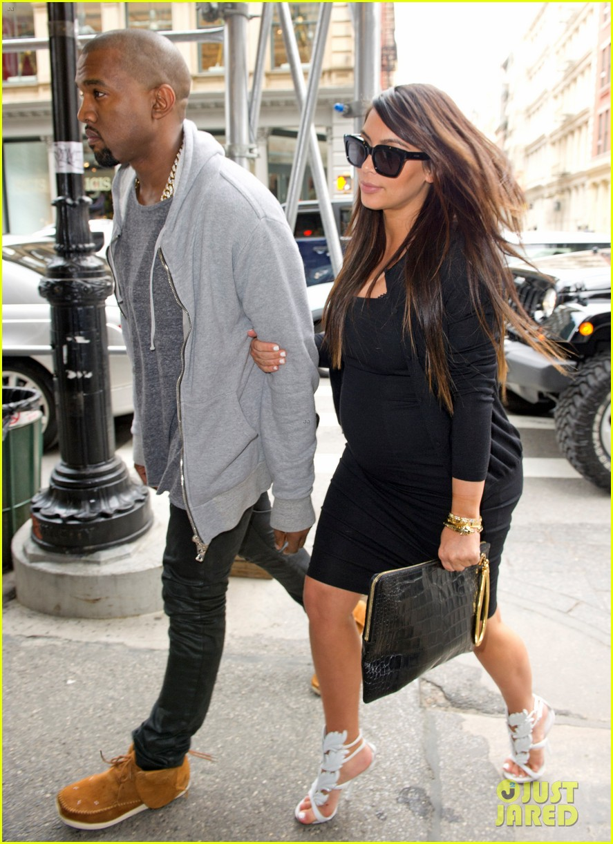 1ea1ea68652fa Pregnant Kim Kardashian & Kanye West Reunite in NYC!: Photo 2855866 ...