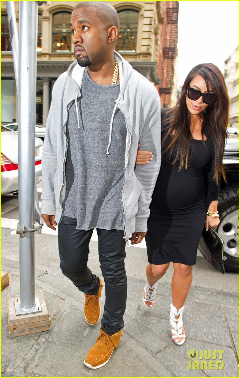 pregnant kim kardashian kanye west reunite in nyc 032855868
