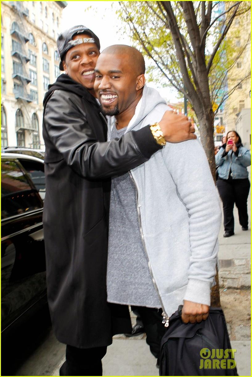 pregnant kim kardashian kanye west reunite in nyc 042855869