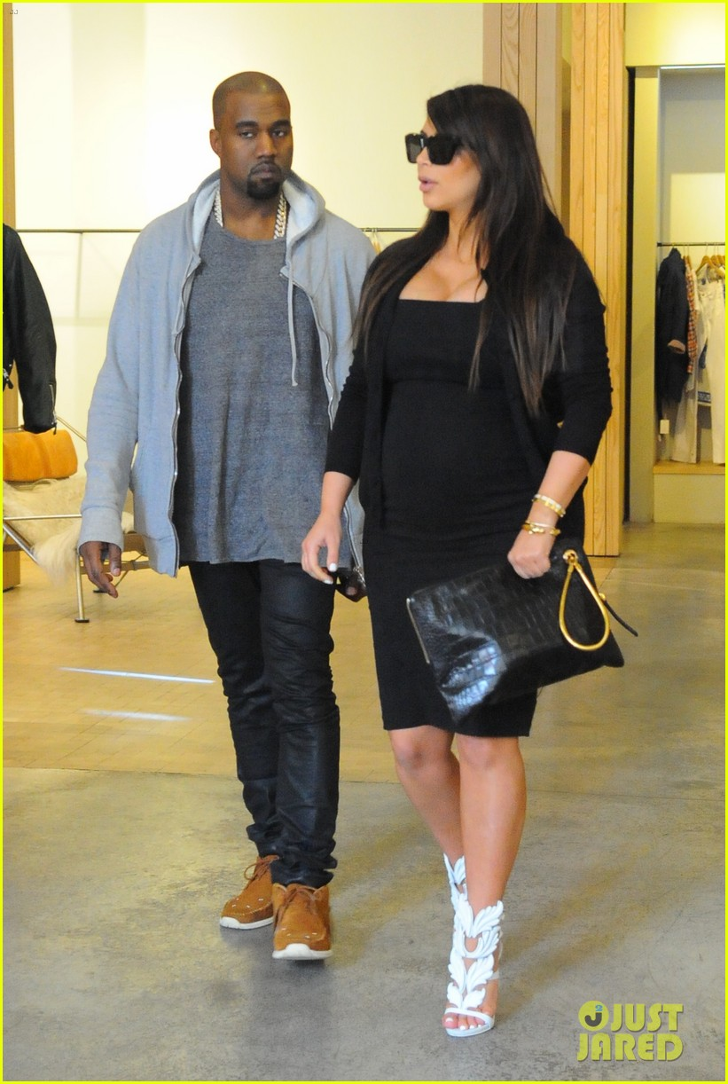 pregnant kim kardashian kanye west reunite in nyc 152855880
