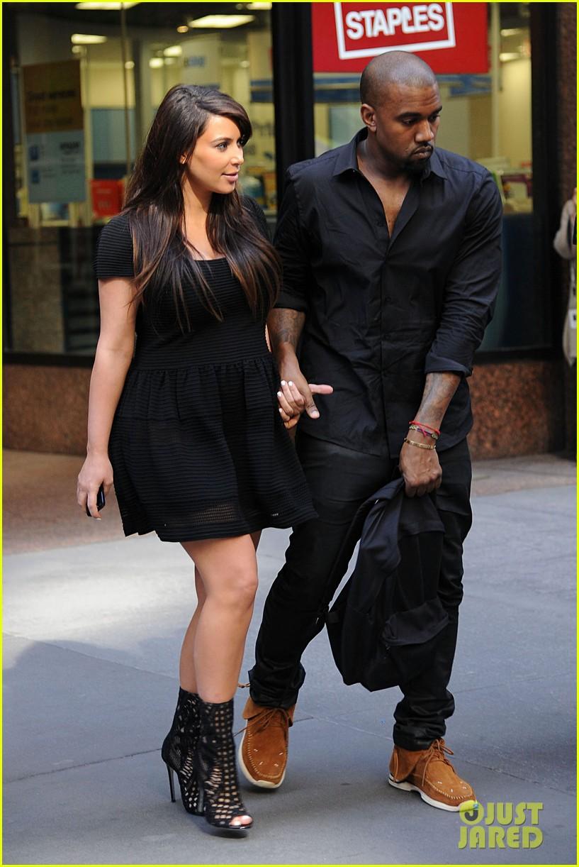 kim kardashian kanye west rushed by fan wanting photo 042857434