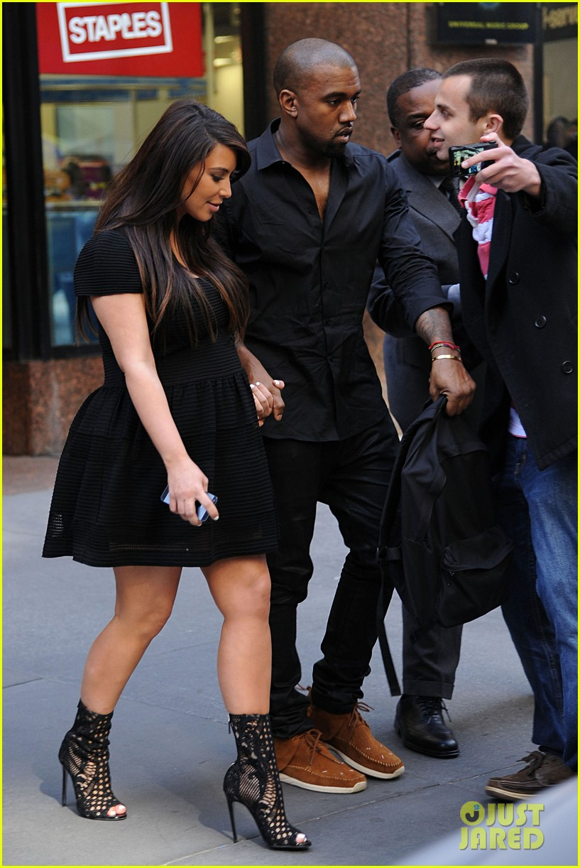 kim kardashian kanye west rushed by fan wanting photo 062857436
