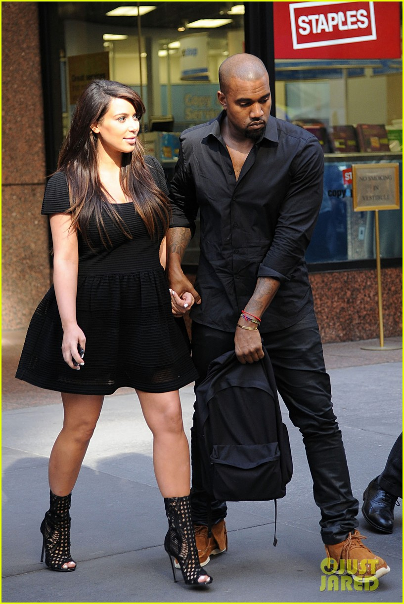 kim kardashian kanye west rushed by fan wanting photo 18