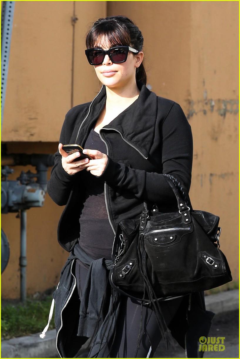 kim kardashian pregnant brentwood workout 022843845