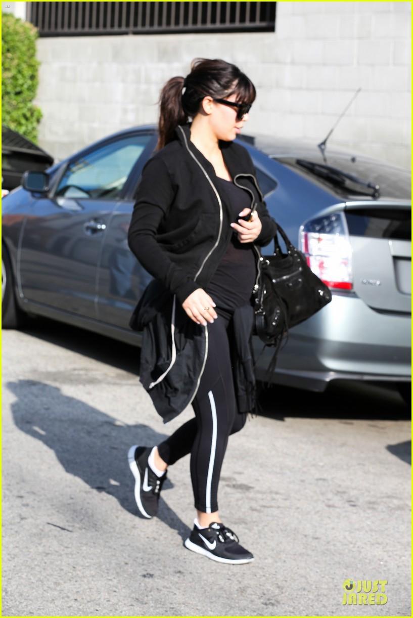 kim kardashian pregnant brentwood workout 112843854
