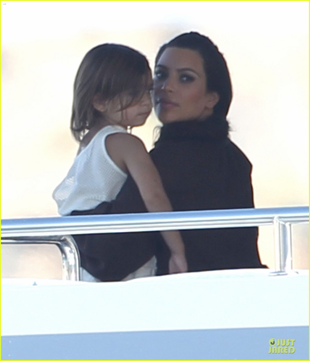 pregnant kim kardashian greece yacht with family 072859281