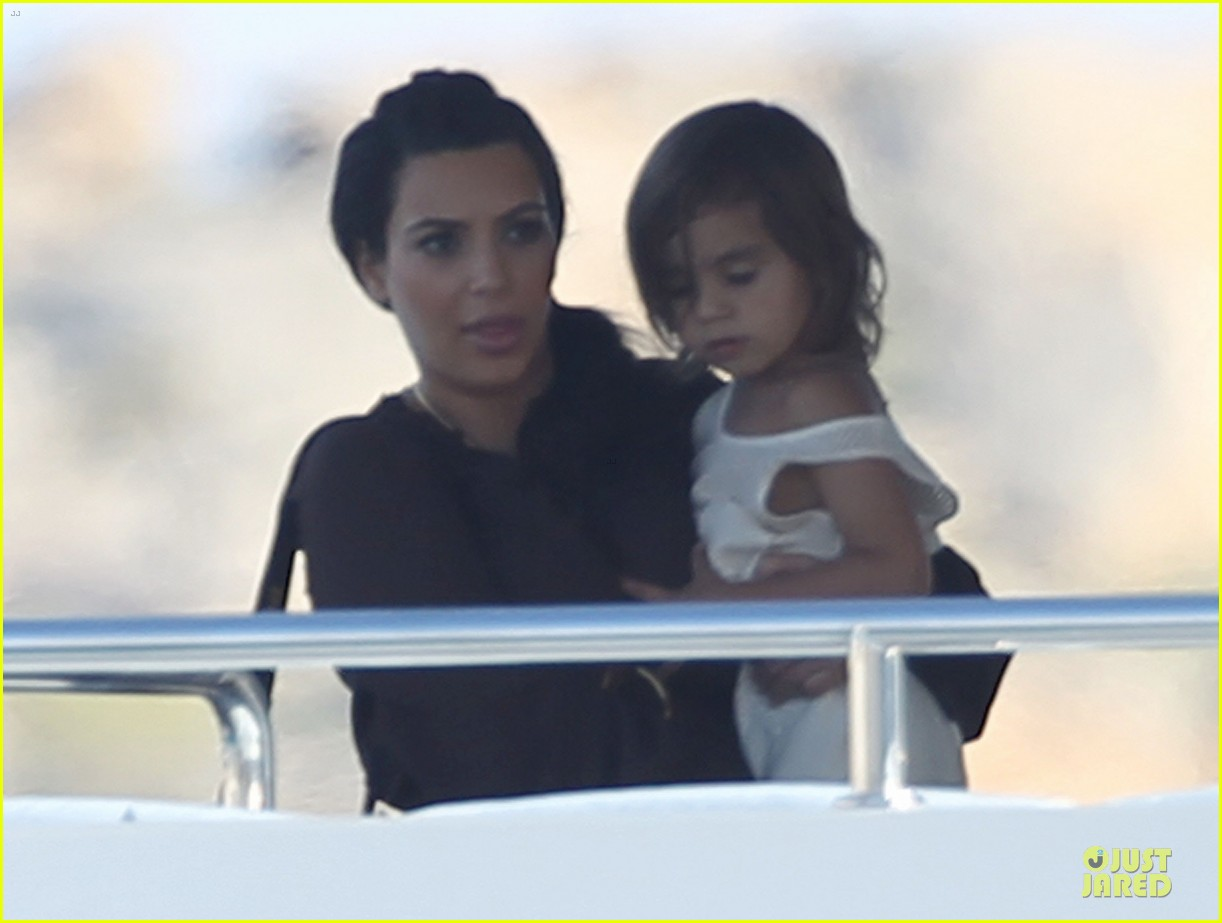pregnant kim kardashian greece yacht with family 102859284