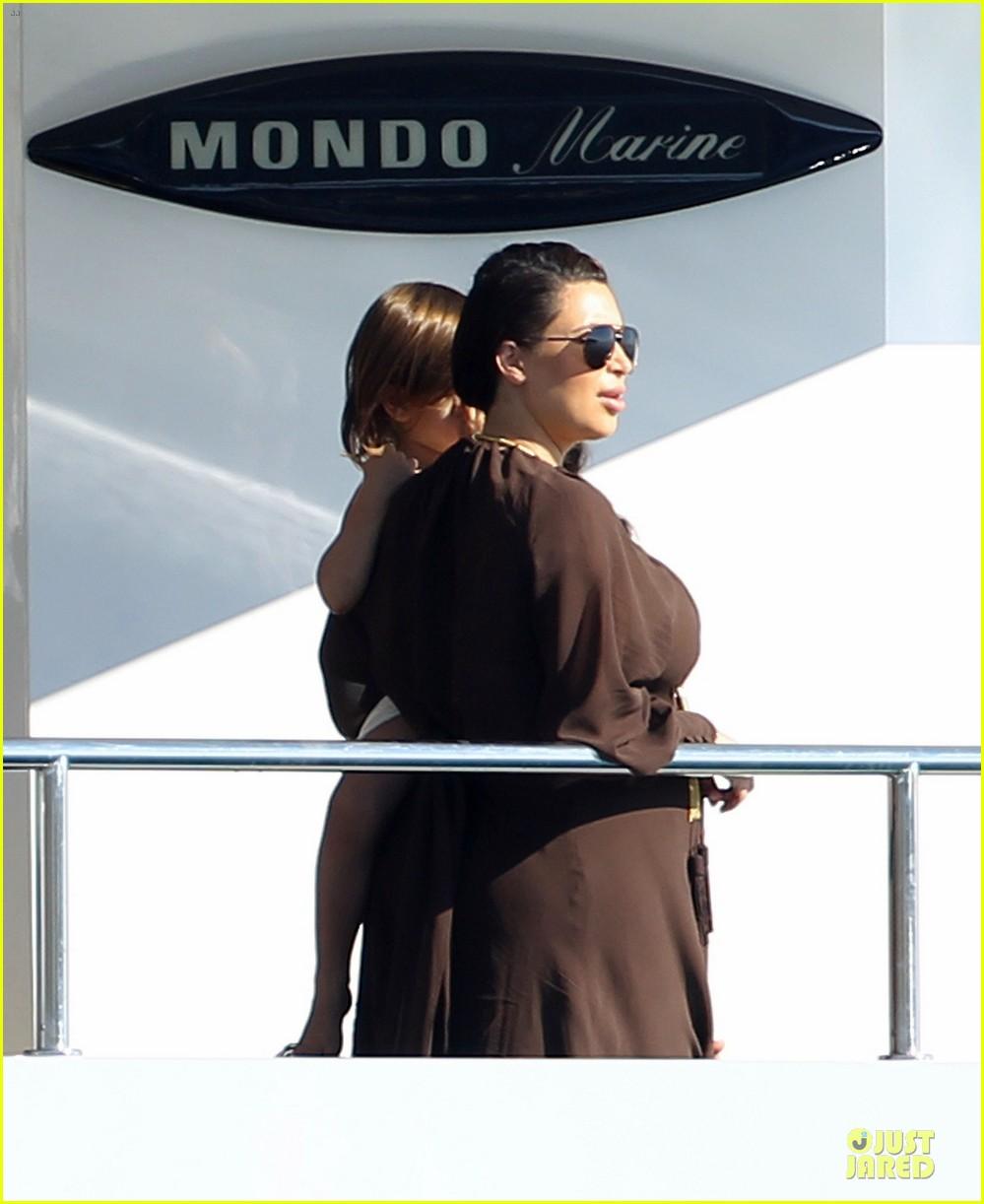 pregnant kim kardashian greece yacht with family 112859285