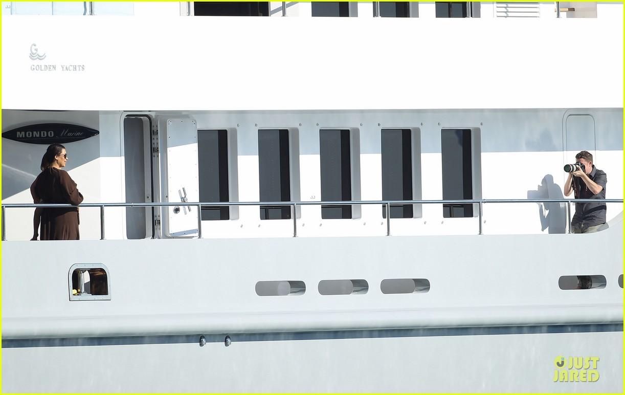 pregnant kim kardashian greece yacht with family 122859286