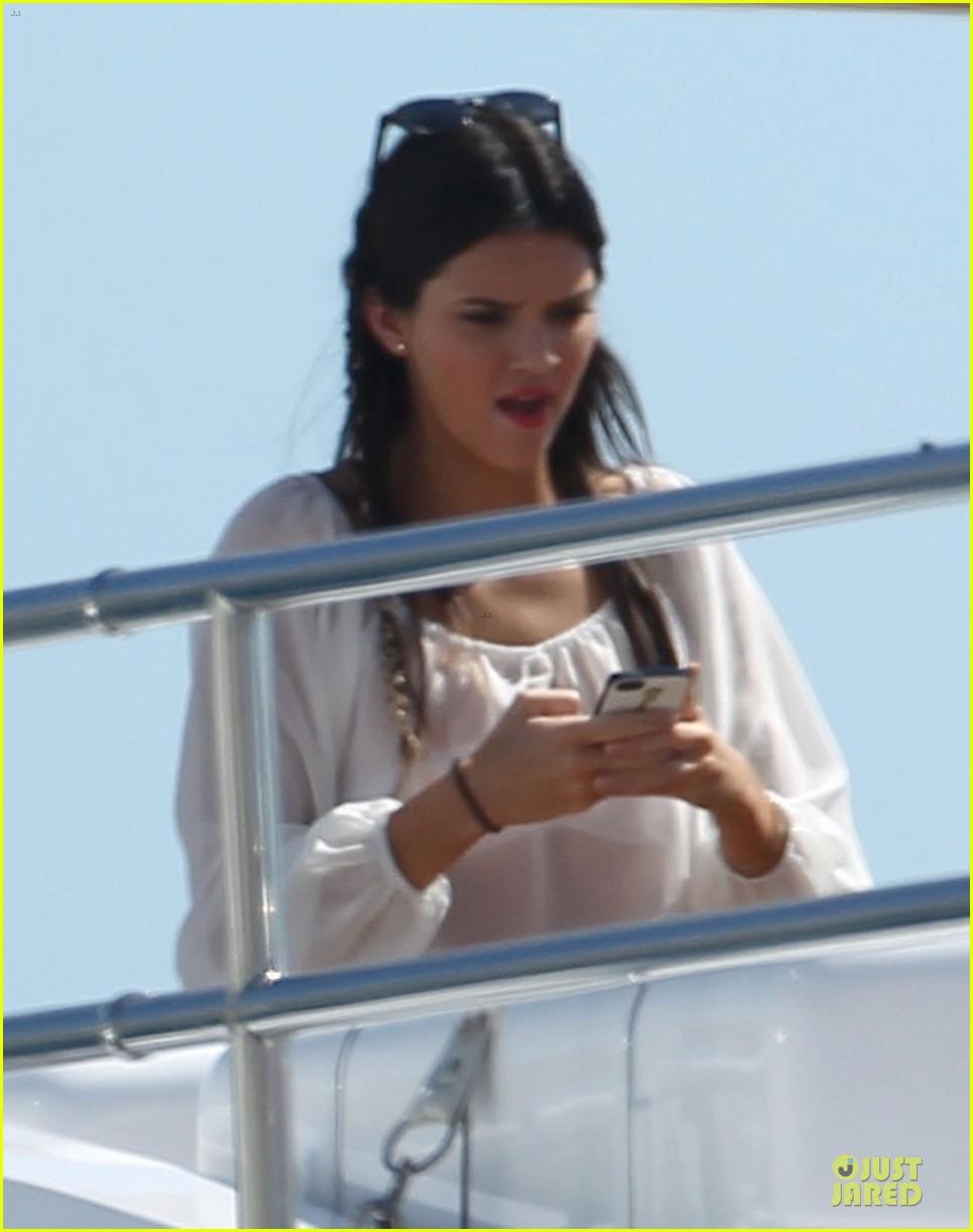 pregnant kim kardashian greece yacht with family 172859291