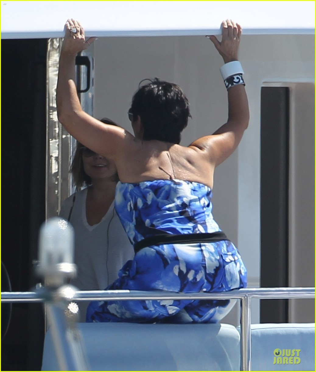 pregnant kim kardashian greece yacht with family 272859301