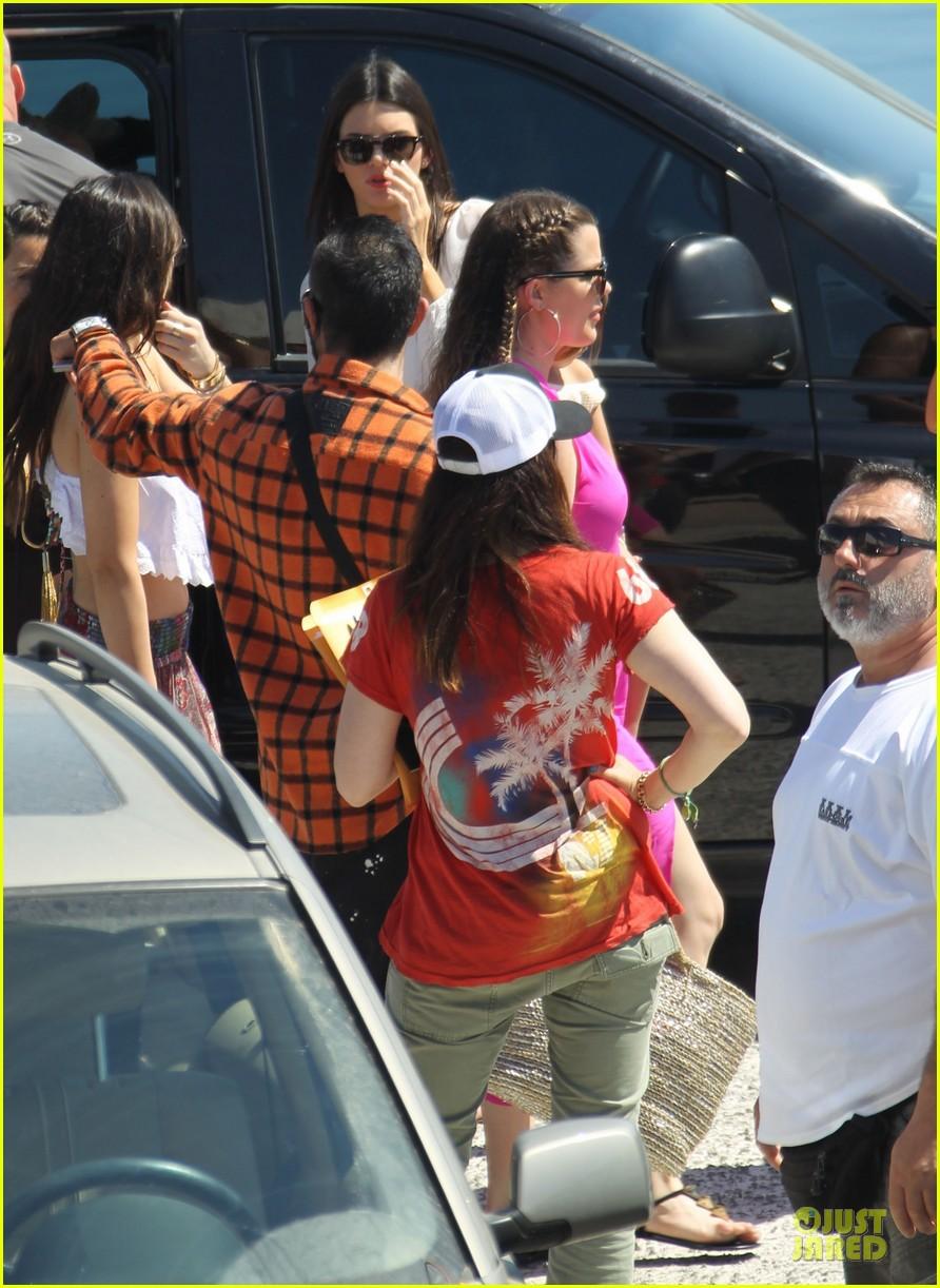 pregnant kim kardashian greece yacht with family 292859303
