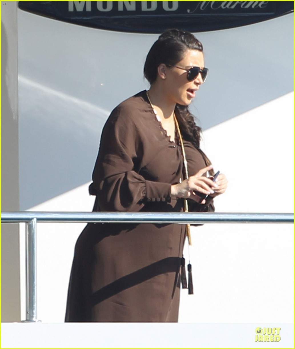 pregnant kim kardashian greece yacht with family 332859307