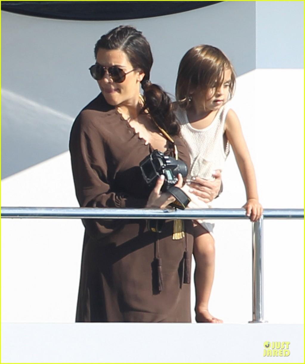 pregnant kim kardashian greece yacht with family 342859308