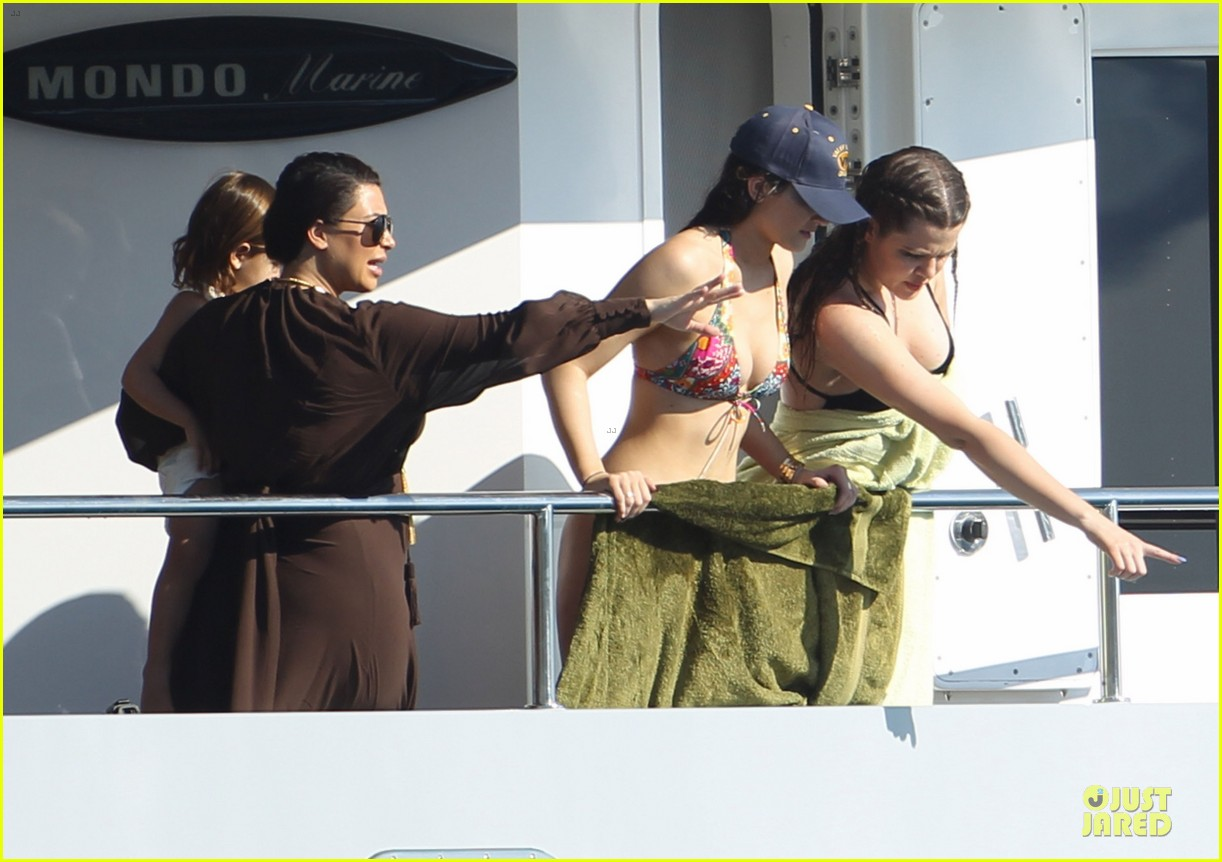 pregnant kim kardashian greece yacht with family 392859313