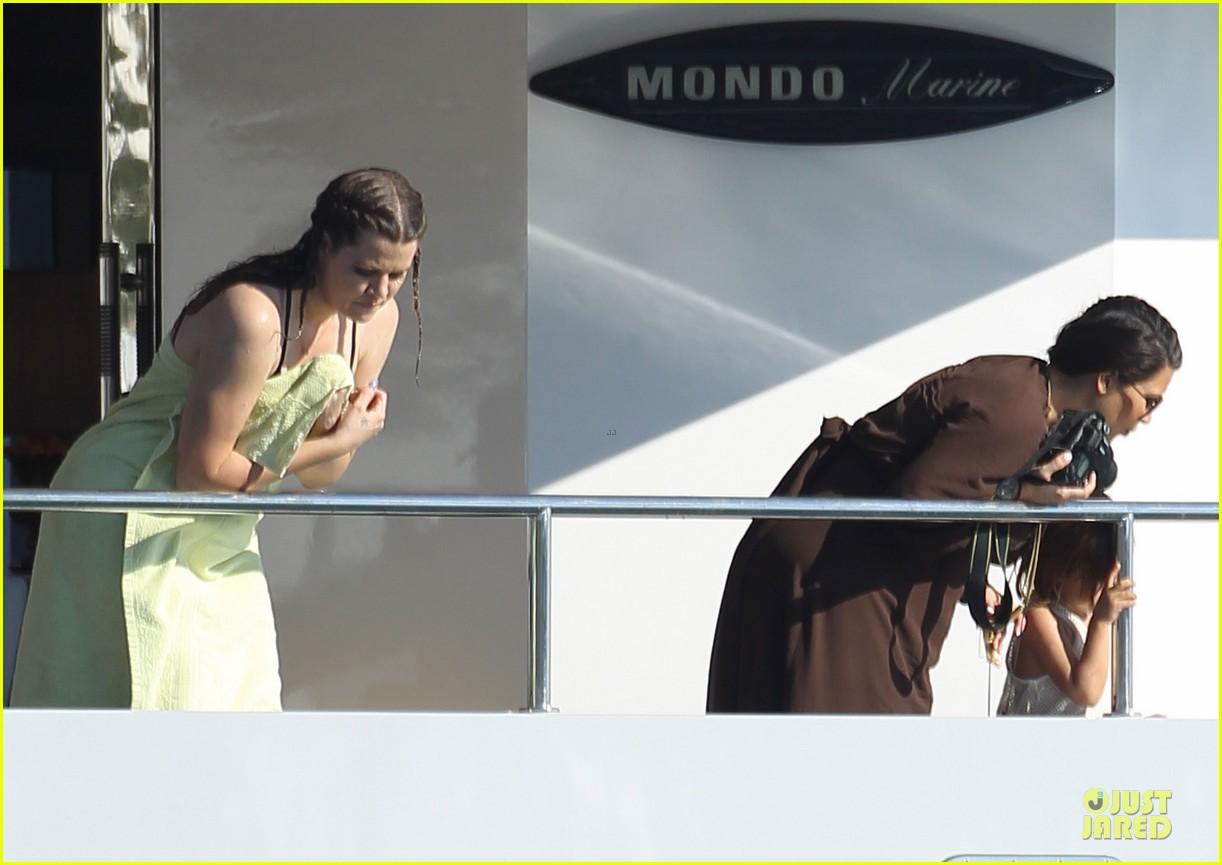 pregnant kim kardashian greece yacht with family 402859314