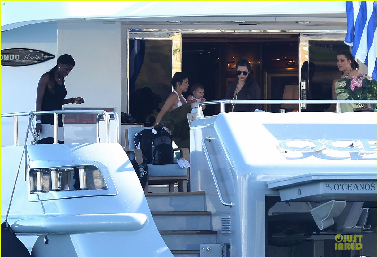 pregnant kim kardashian greece yacht with family 46