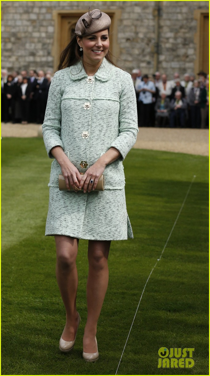 pregnant kate middleton baby bump at queen scouts review 012854847