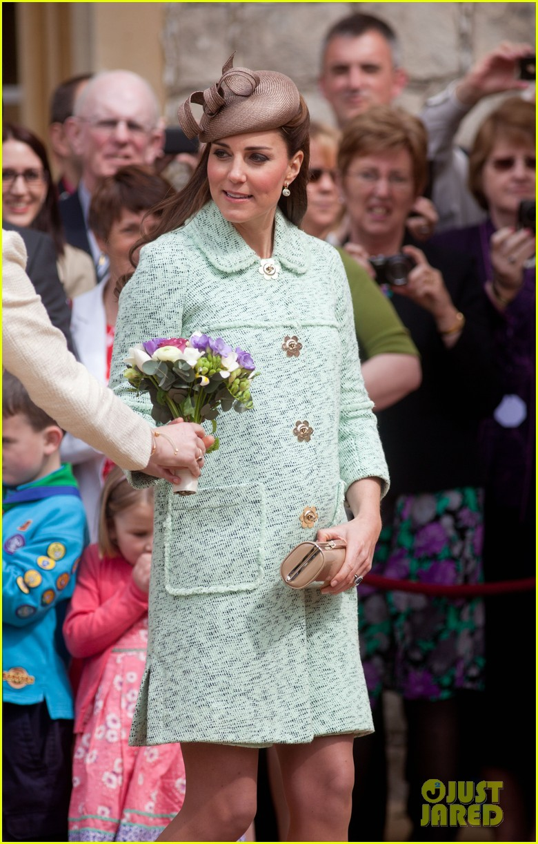 pregnant kate middleton baby bump at queen scouts review 042854850