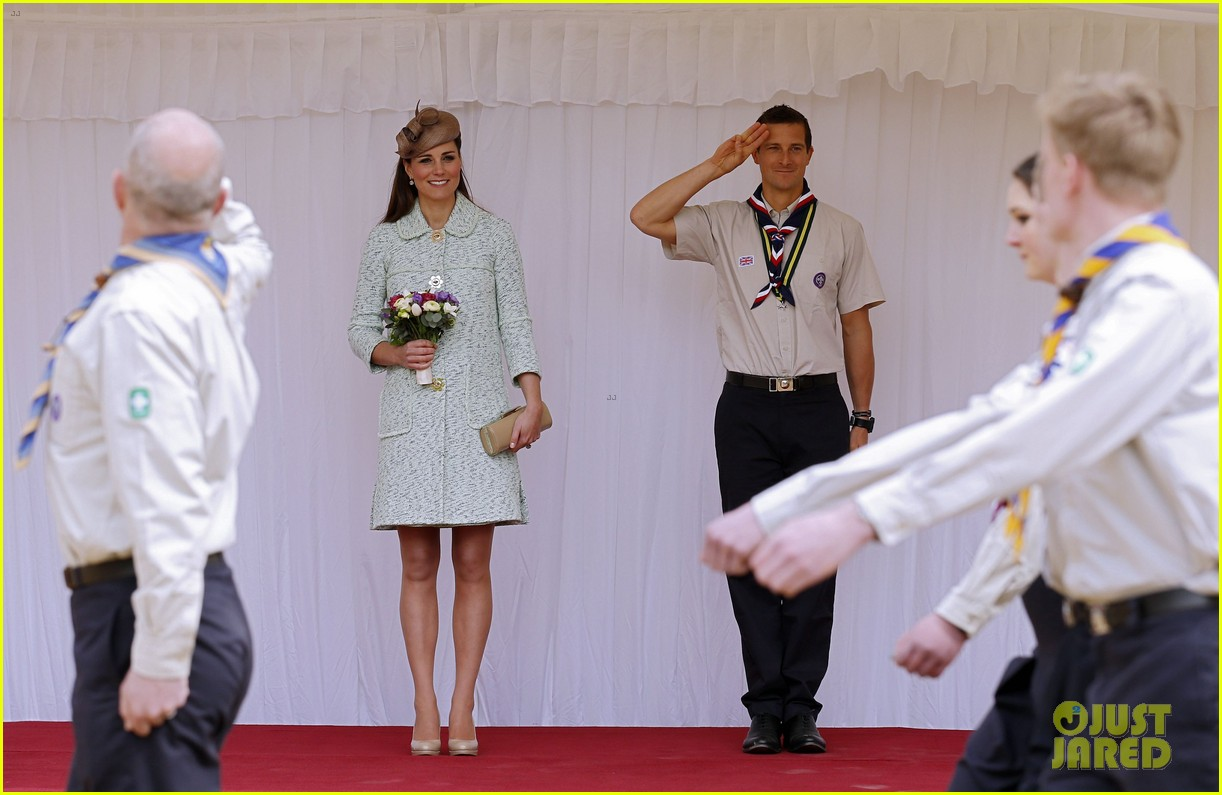 pregnant kate middleton baby bump at queen scouts review 072854853