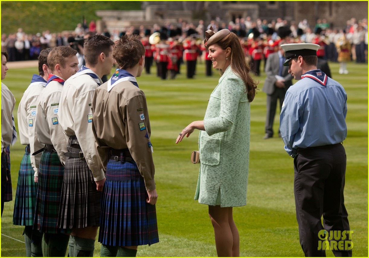 pregnant kate middleton baby bump at queen scouts review 09