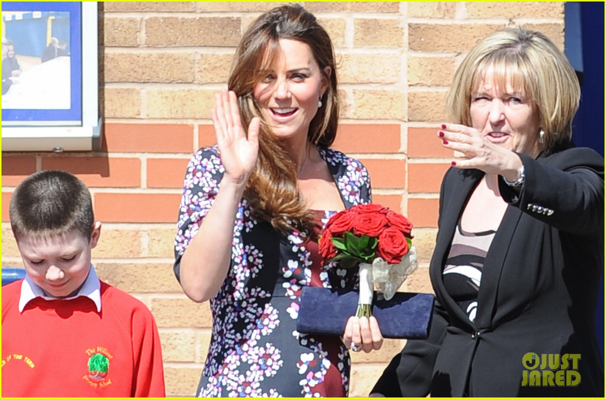 kate middleton pregnant baby bump at willows school 02