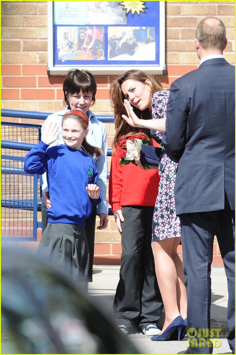 kate middleton pregnant baby bump at willows school 032856401