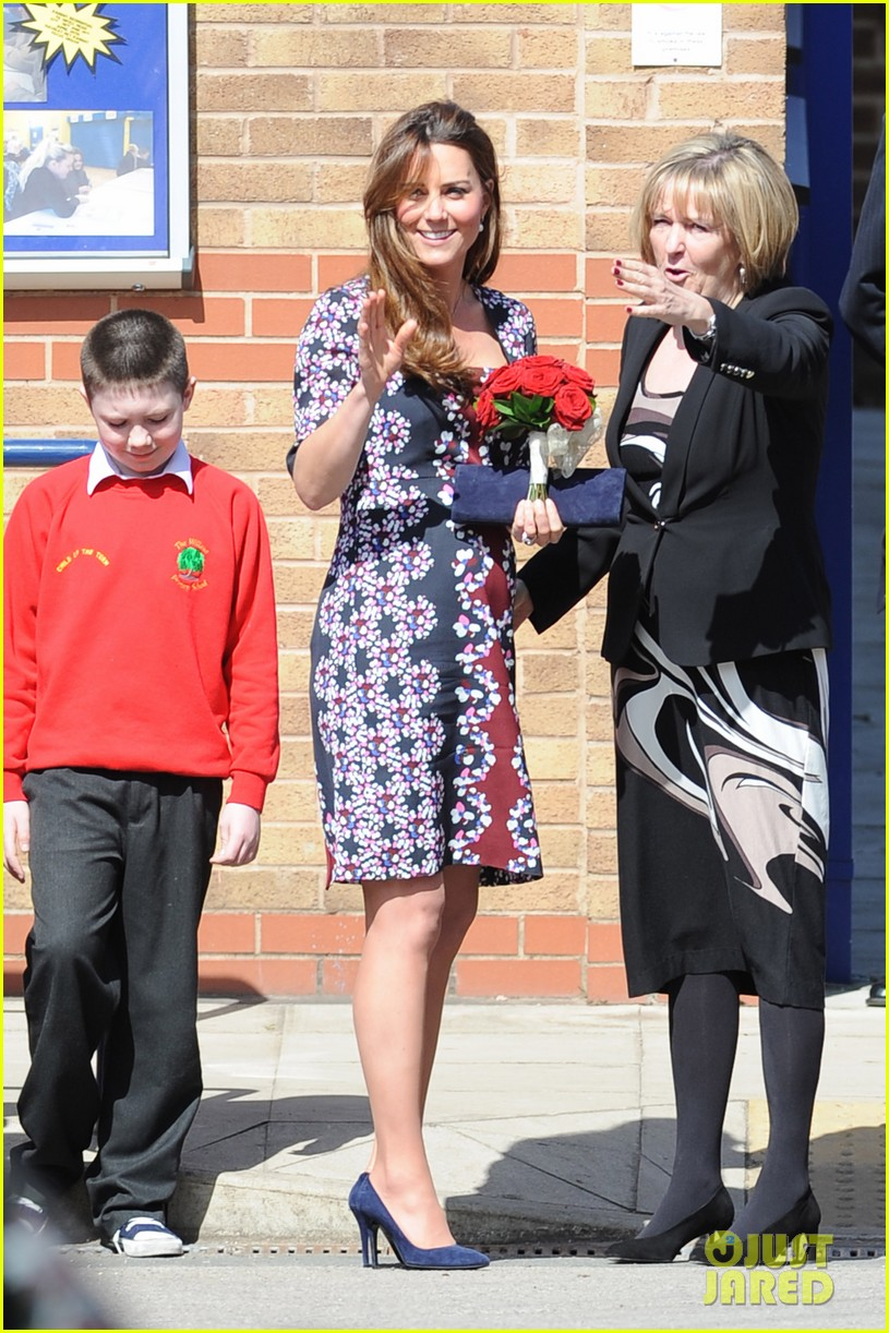 kate middleton pregnant baby bump at willows school 042856402
