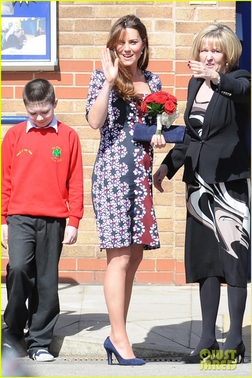 kate middleton pregnant baby bump at willows school 082856406