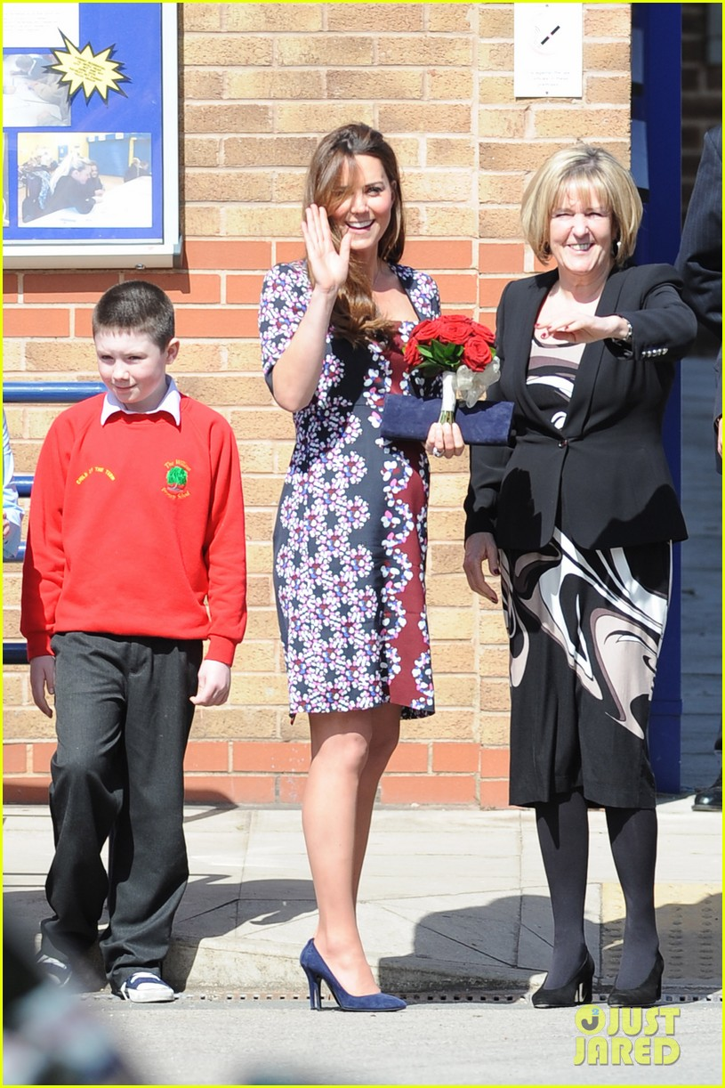 kate middleton pregnant baby bump at willows school 092856407