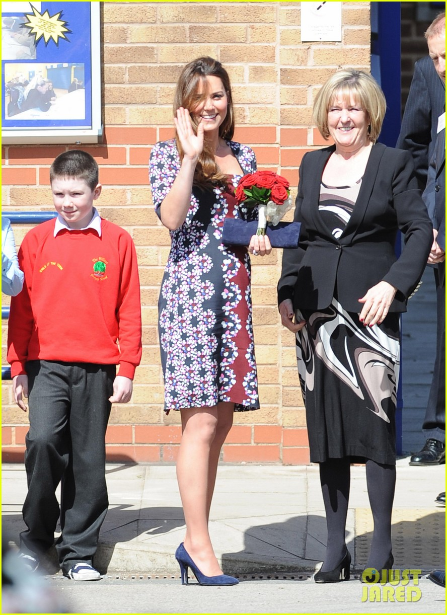 kate middleton pregnant baby bump at willows school 102856408
