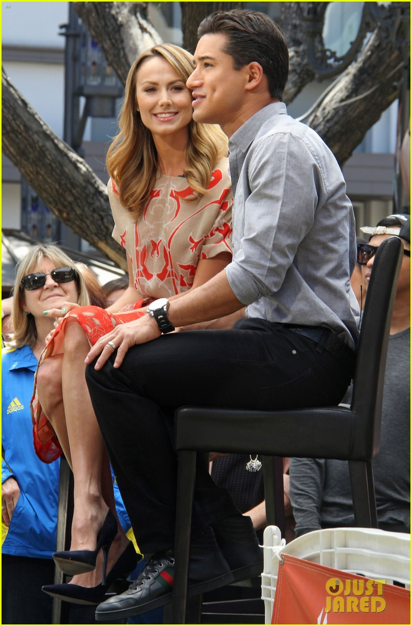 stacy keibler extra appearance with mario lopez 032852341