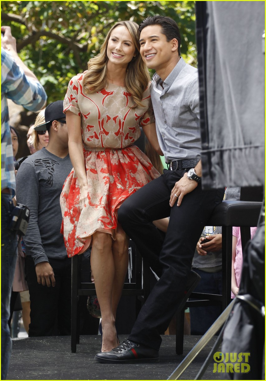 stacy keibler extra appearance with mario lopez 052852343