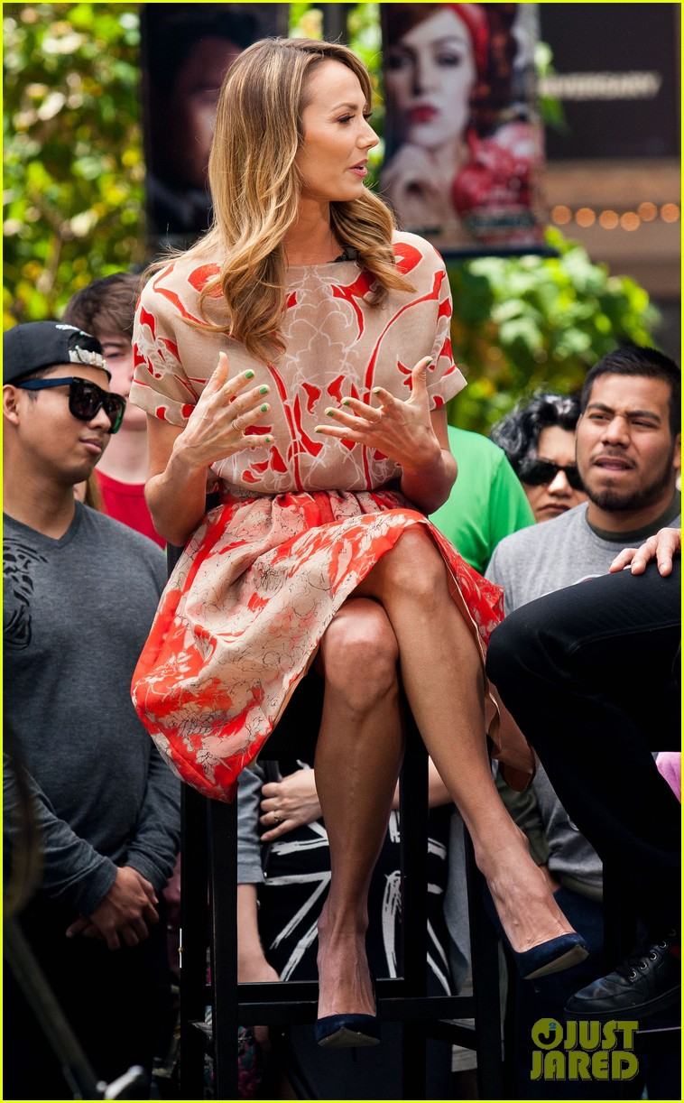 stacy keibler extra appearance with mario lopez 082852346
