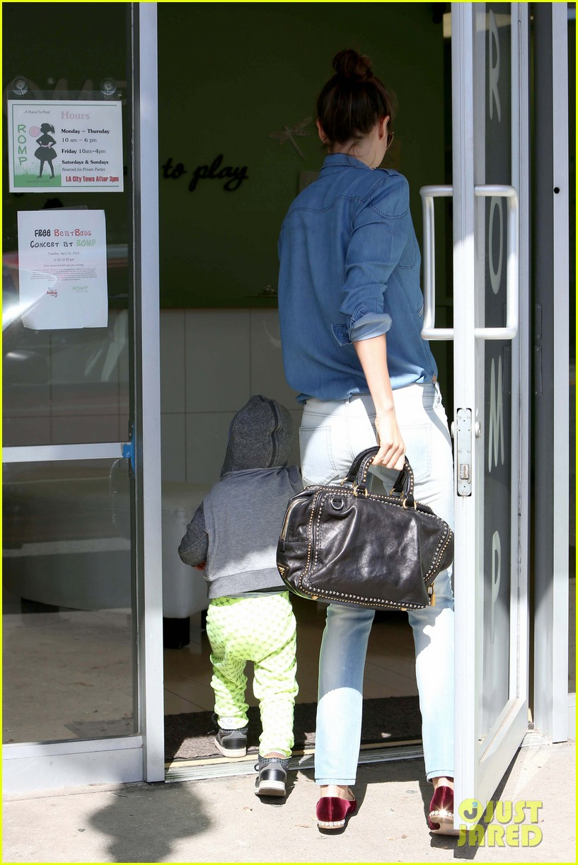 miranda kerr flynn romp around at kids gym 162845578