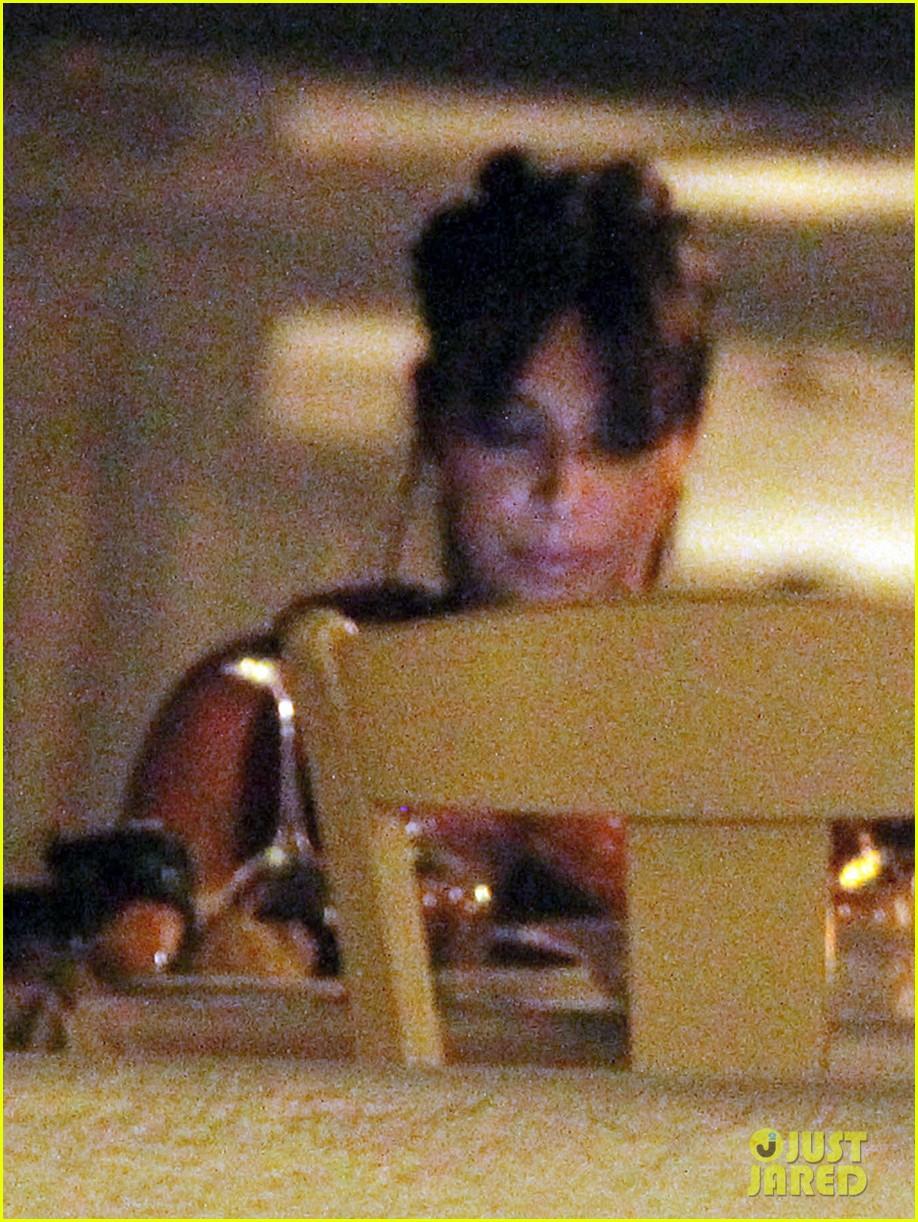 pregnant kim kardashian family boat ride in greece 142860199