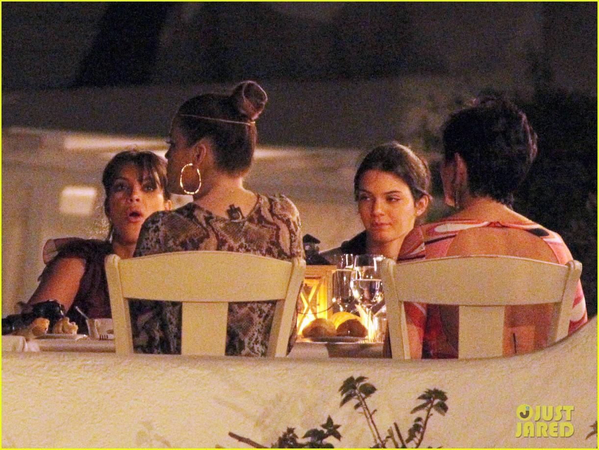 pregnant kim kardashian family boat ride in greece 162860201