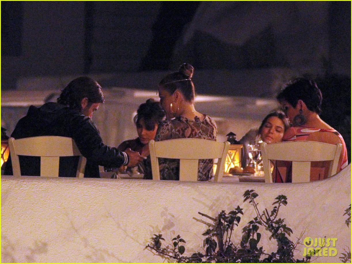 pregnant kim kardashian family boat ride in greece 222860207