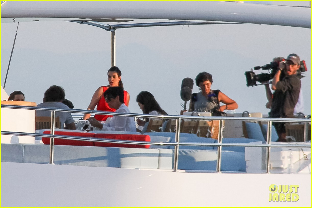 pregnant kim kardashian family boat ride in greece 362860221