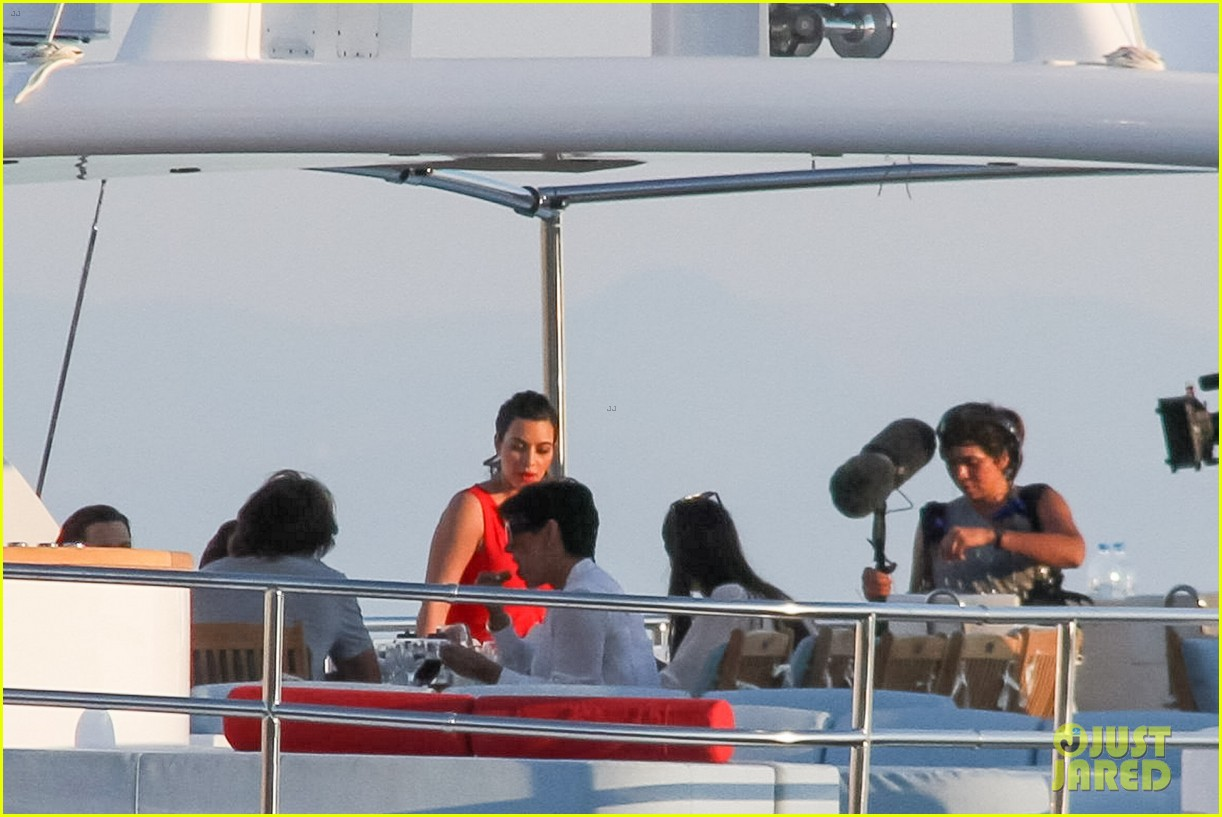 pregnant kim kardashian family boat ride in greece 382860223
