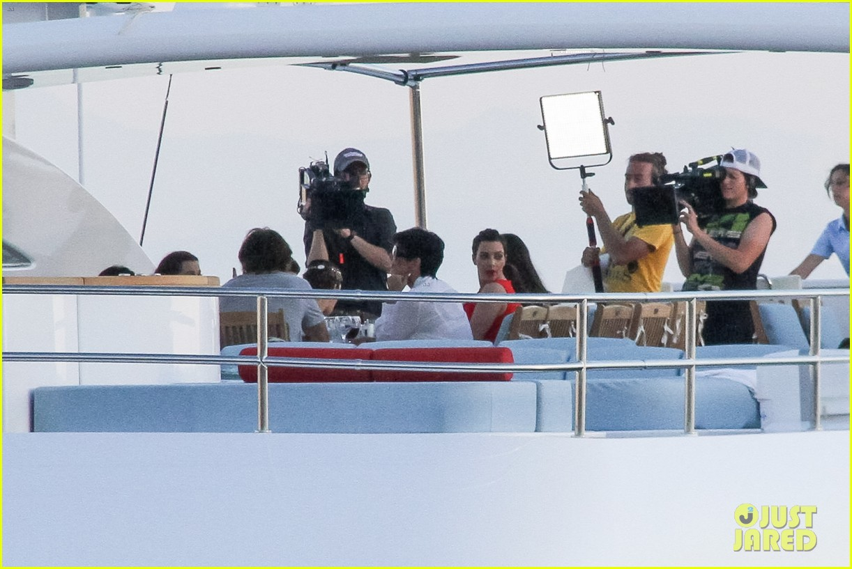 pregnant kim kardashian family boat ride in greece 42