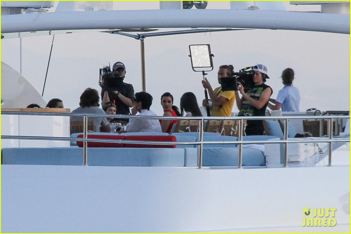 pregnant kim kardashian family boat ride in greece 432860228