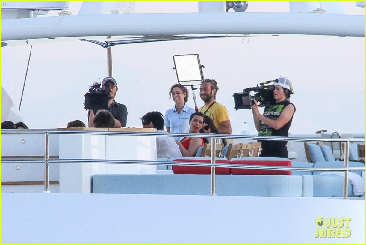 pregnant kim kardashian family boat ride in greece 45