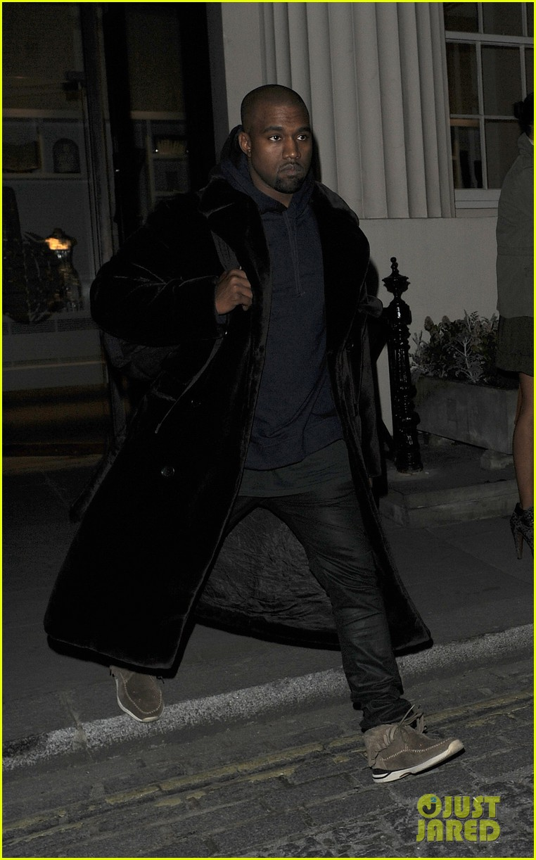 kim kardashian eats with sisters kanye west parties with rob 042843437